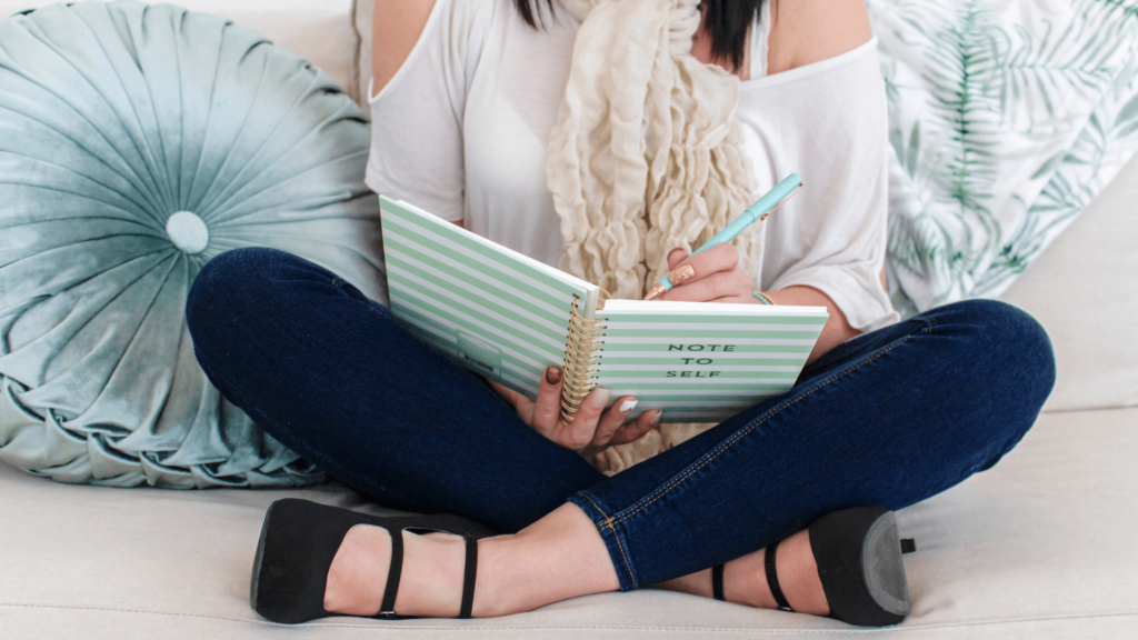 women taking notes on the best stock photo sites for bloggers