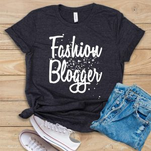 fashion blogger tee as a gift idea for bloggers