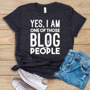 yes im one of those blog people tee